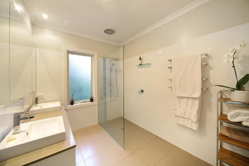 Wet Rooms Amp Level Access Showering Agua Bathrooms
